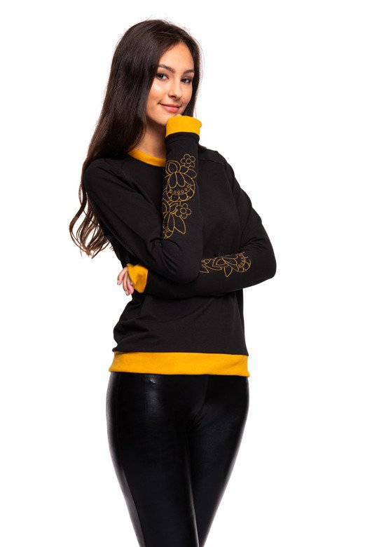 Black sweatshirt with embroidery on the forearm, black